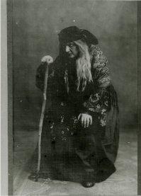 Као циганка Ацучена, Трубадур,Ђузепеа Вердија, режија Александар Андрејев, НП Београд, 1913. године